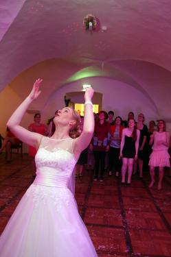 Brautstraußwurf