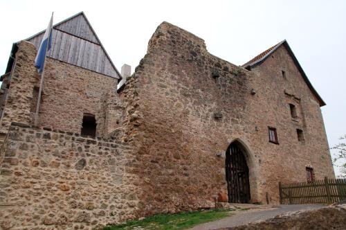 Frontseite der Burg