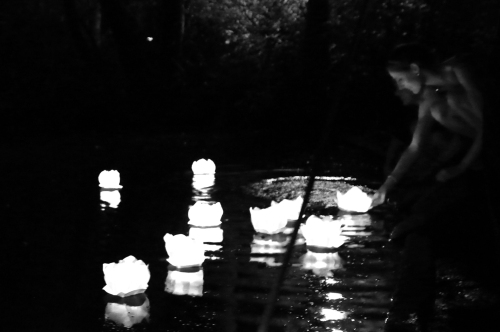 Kerzen auf Schlossteich